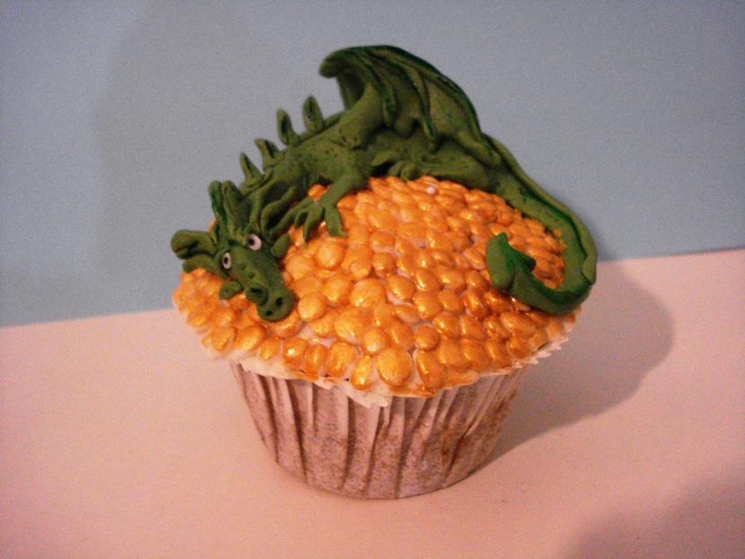 Dragon cupcake by Xiakeyra
